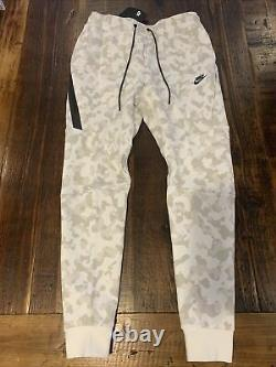 Nike Sportswear NSW Tech Fleece AOP Camo Joggers Mens Size Medium M CJ5981-121