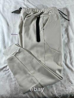 Nike Sportswear Tech Fleece Jogger- Light Bone- Men's size Large (CU4495-072)