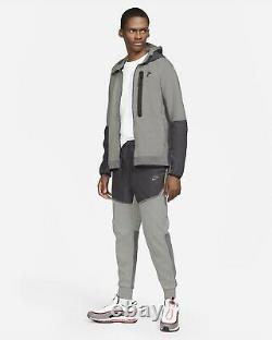 Nike Sportswear Tech Fleece Slim Fit Joggers Grey CZ9901-063 Men's Size Small